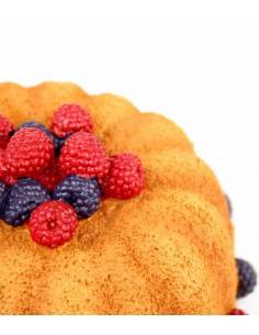 Torta decorata con lamponi
