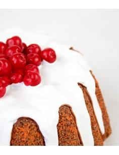 Torta decorata con ribes rossi